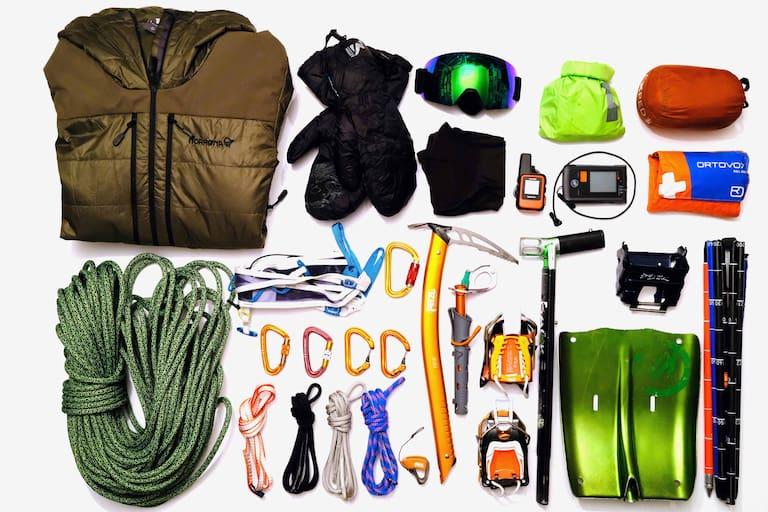 Packliste: Ausrüstung für einen Tag am Gletscher. Das LVS-Gerät befindet sich klarerweise am Körper.
