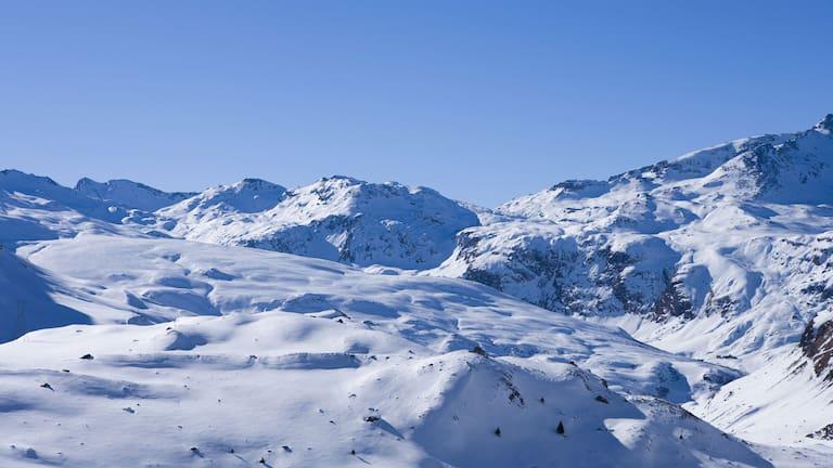 Die verschneiten Albula Alpen im Kanton Graubünden
