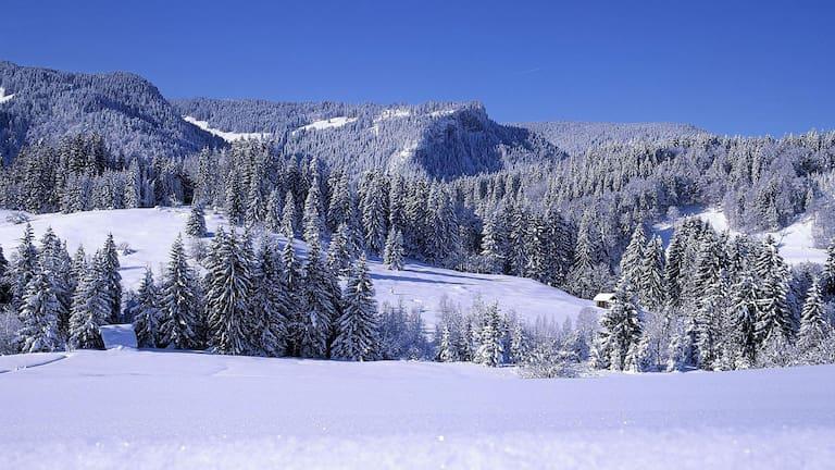 Hörnergruppe: Die verschneiten Allgäuer Vorberge in Bayern