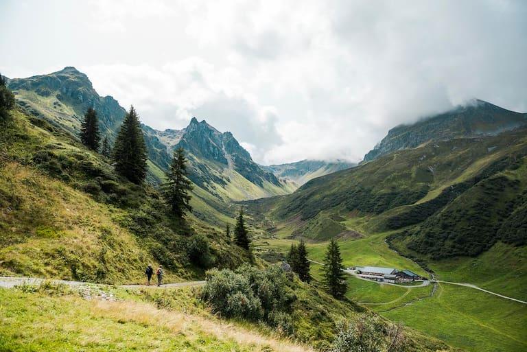 Wandern und Eintauchen in die Welt der Sennerei auf der Alpe Nova im Montafon