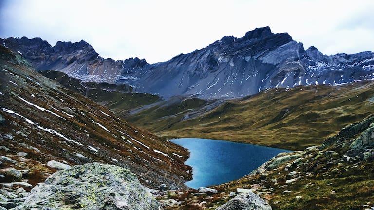 Bergsee in der Graubündner Bergwelt
