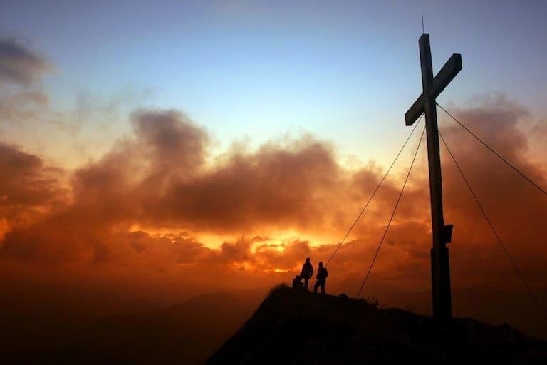Sonnenaufgangsstimmung am Gipfel der Kanisfluh im Bregenzerwald (2.044 m)