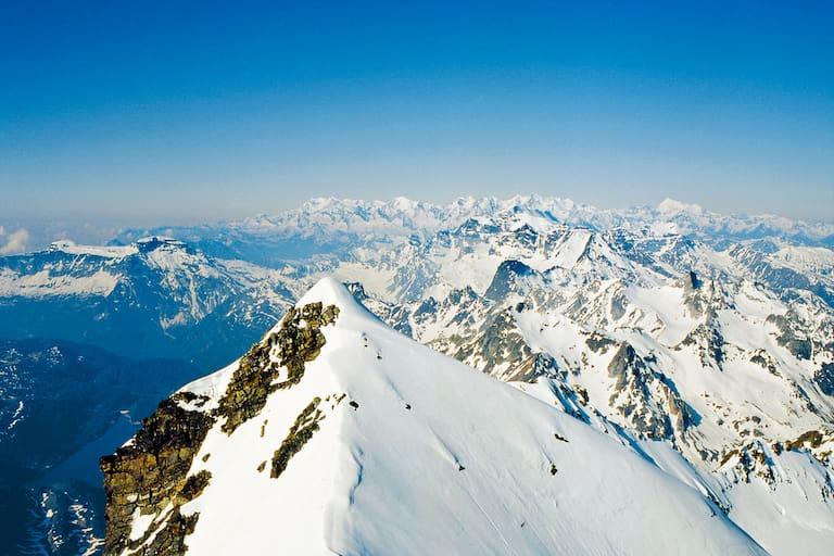 Schweiz: Blick über die Walliser Alpen