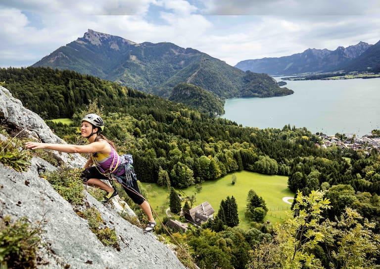 Klettern am Plombergstein mit Aussicht auf den Wolfgangsee