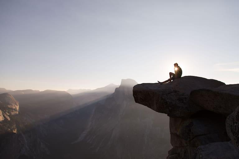 Wanderer am Fels