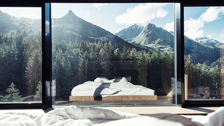 Mit direktem Blick auf die Berge lässt es sich entspannt in den Tag starten.