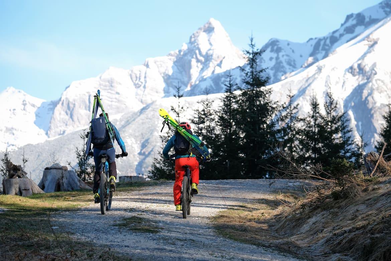 Bike2Ski – mit dem E-Bike geht es zum Ausgangspunkt der Skitour.