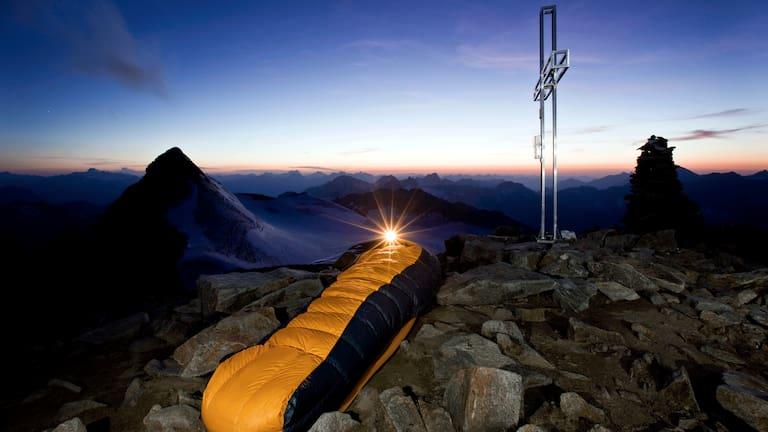 Biwak am Gipfel des Wilden Pfaffs in den Stubaier Alpen in Tirol