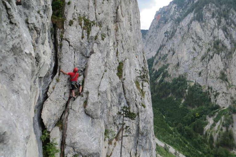 Luftige Kletterei in der Blechmauer