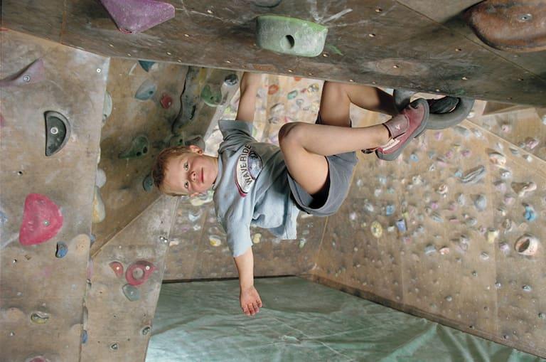Abhängen wie die Großen: Klettertraining in der Halle zahlt sich später einmal aus