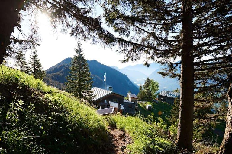 Die Brunnenkopfhütte (1.602 m) in Bayern