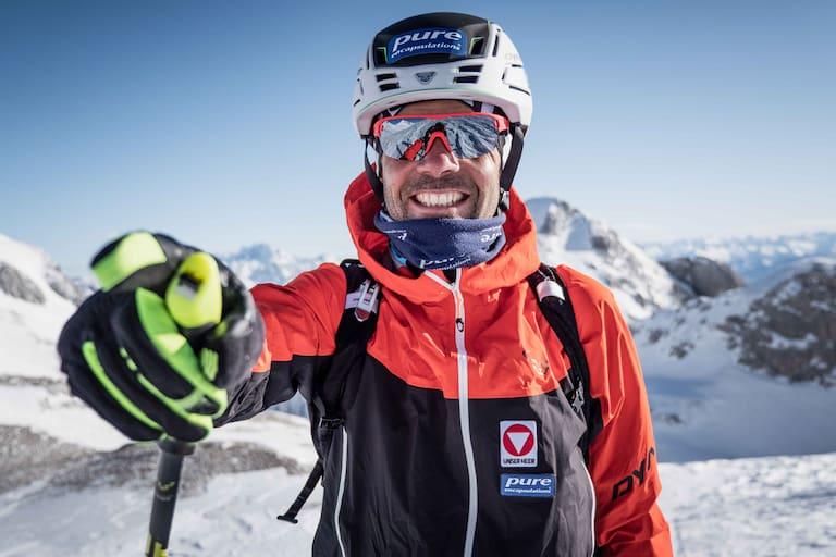 Egal wie viele Höhenmeter Anstieg noch vor ihm liegen, Jakob Herrmann hat stets einen Grinser im Gesicht. Hier auf Skitour im Tennengebirge