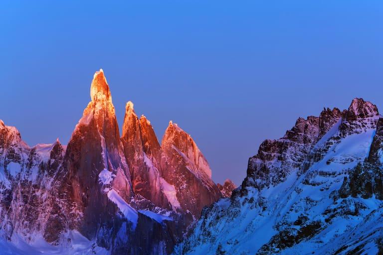 Sonnenaufgang: Cerro Torre in Patagonien