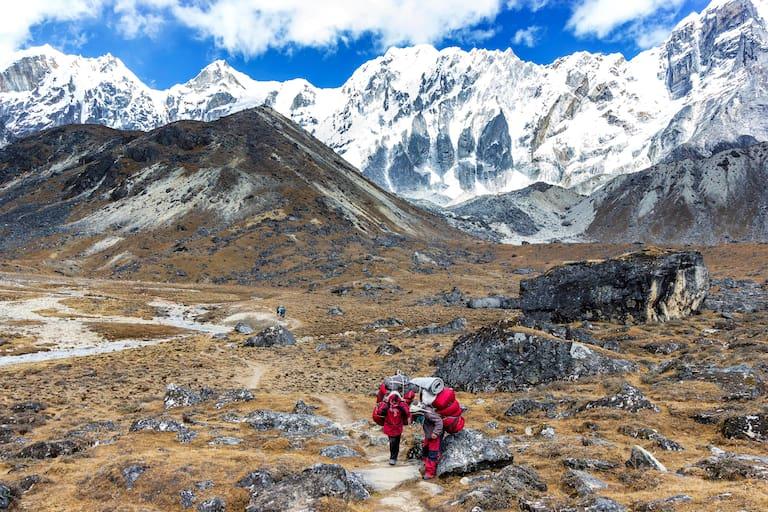 Überschreitung vom Cho La-Pass im Himalaya
