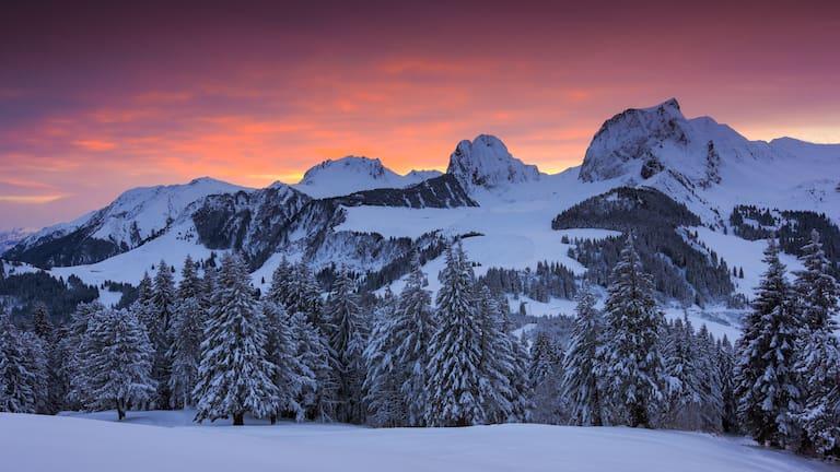 Bergpanorama im Berner Oberland mit der Gustispitze bzw. der Chrummfadenfluh