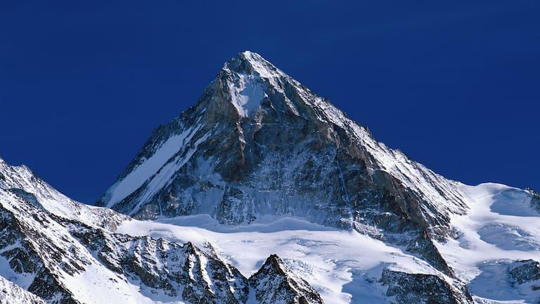Walliser Alpen: Die Dent Blanche in der Schweiz