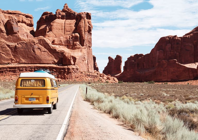 Einfach die Siebensachen in den Camperbus packen und dort parken, wo es einem am besten gefällt