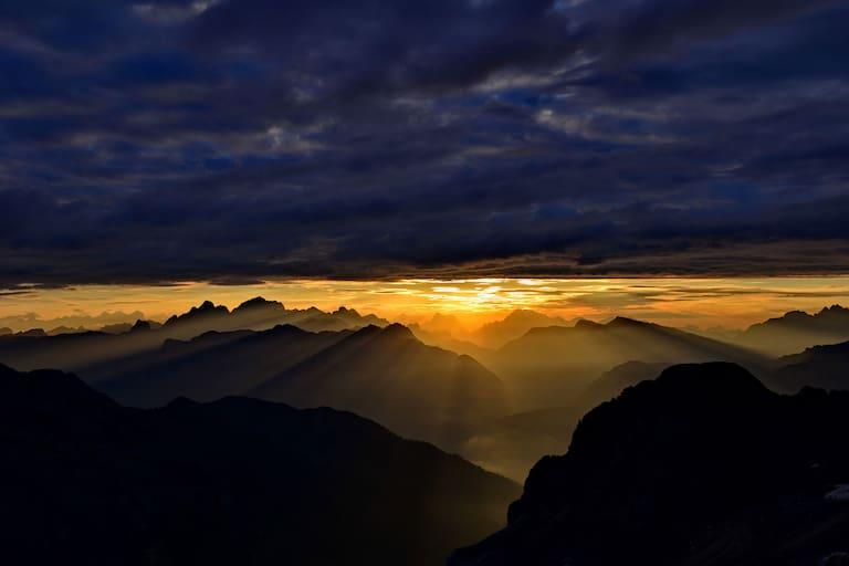 Lichtspiele über den Dolomiten in Südtirol