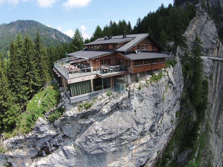 """Die Dolomitenhütte (1.616 m): Der """"Adlerhorst"""" von Osttirol"""