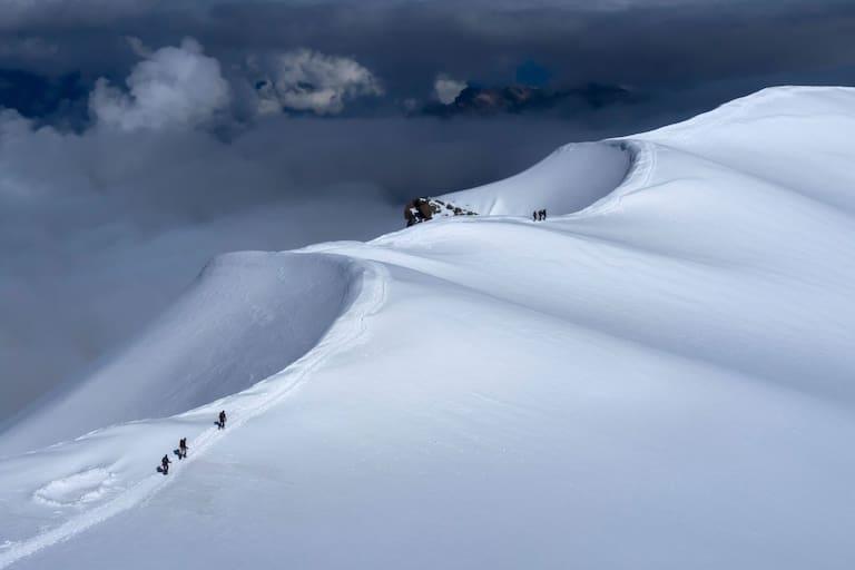 Dôme du Goûter: Bergsteiger im Mont-Blanc-Massiv