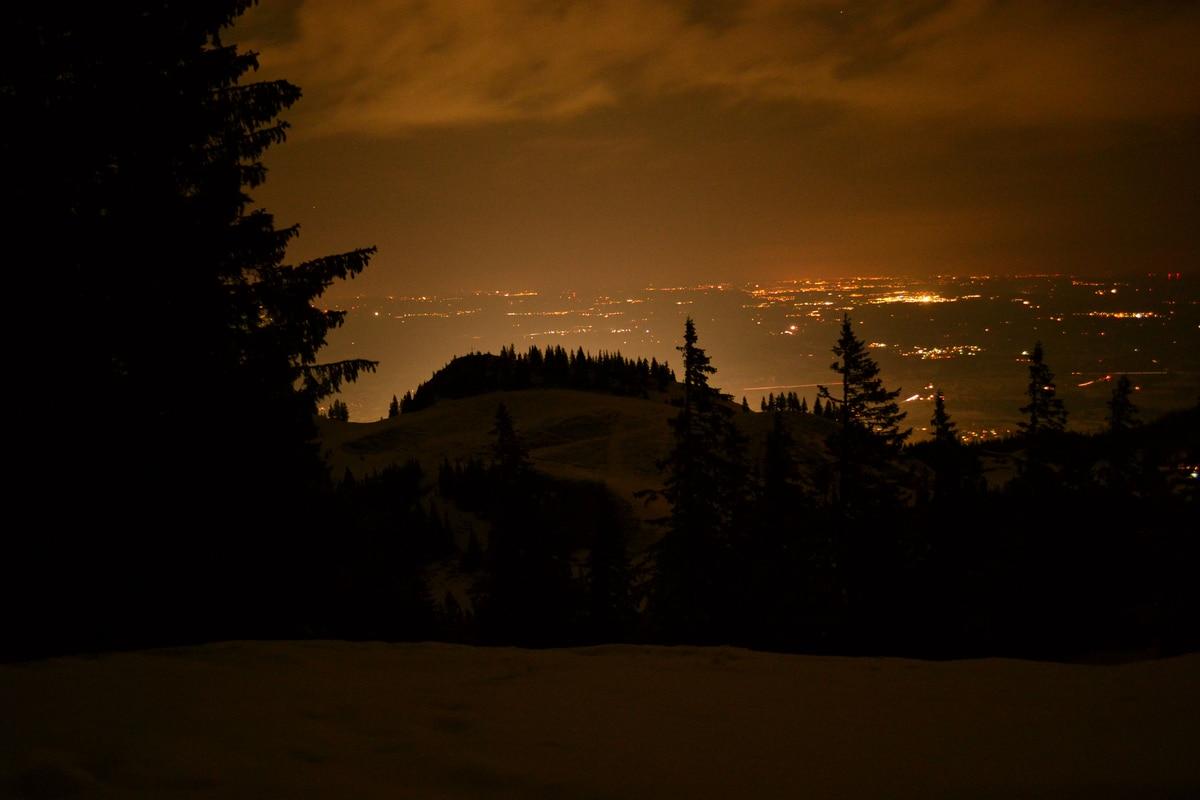 skitouren im allg u die nacht leuchtet bergwelten. Black Bedroom Furniture Sets. Home Design Ideas