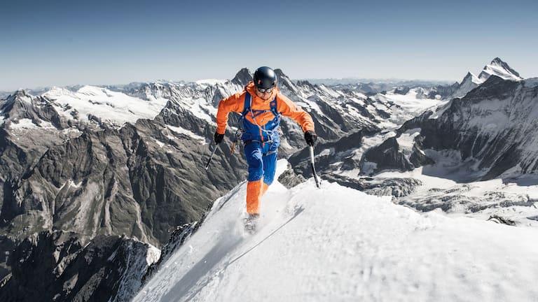 Athlet Dani Arnold in der neuen Eiger Extreme-Kollektion von Mammut am Eiger