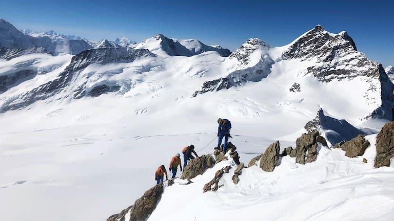 Eiger Extreme: Die 3 Gewinner mit den Bergführern der Mammut Alpine School am Mönch in der Jungfrau-Region