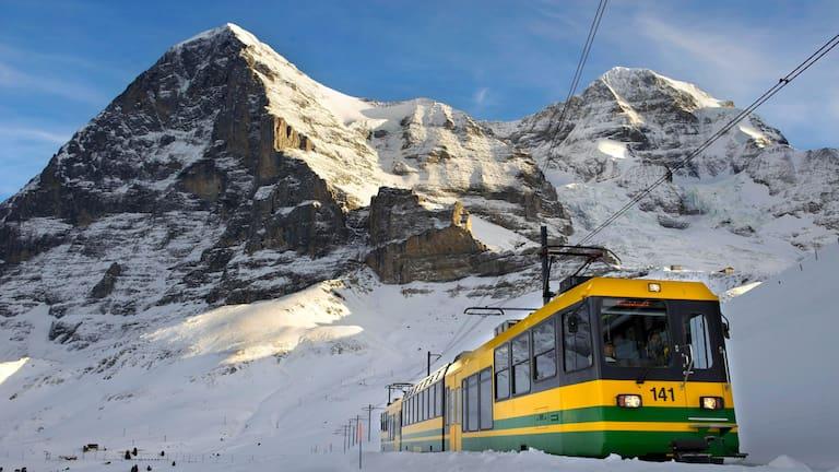 Wengernalpbahn vor der Eiger-Kulisse