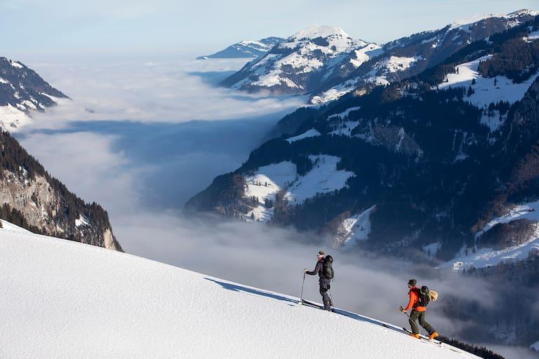 Beim Aufstieg zum Salistock (1.896 m) ruht der Blick auf dem dicken Nebelmeer, das sich über das Engelbergertal gelegt hat