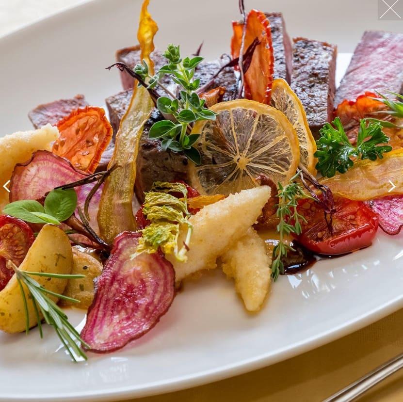Leichte mediterrane Küche und regionale Superfoods stärken den Körper.