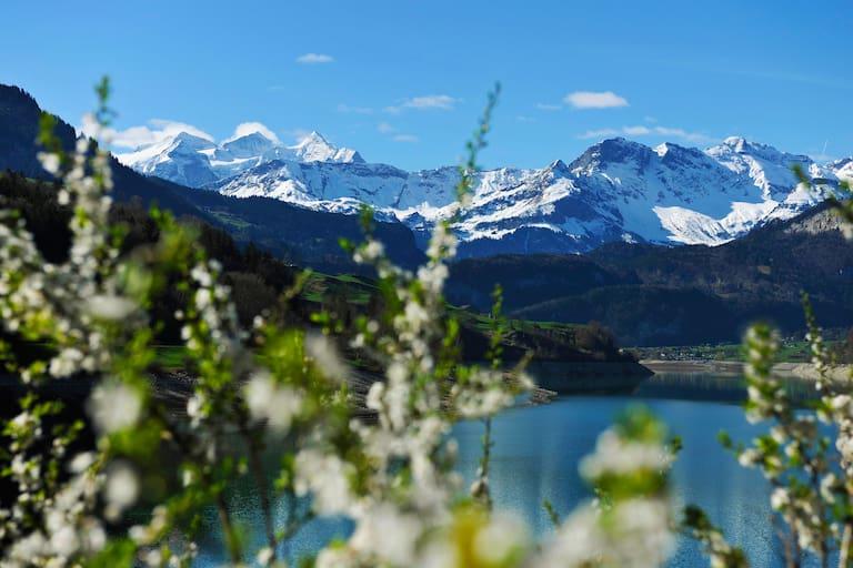 Wandern in Obwalden: Entlang des Findlingswegs im Naturparadies Brünig-West