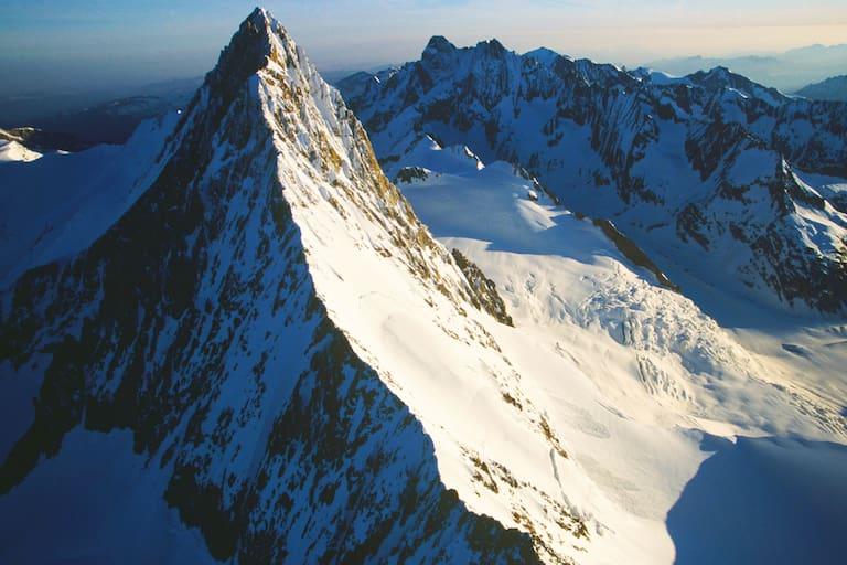 Das Finsteraarhorn in den Berner Alpen zwischen Wallis und Bern
