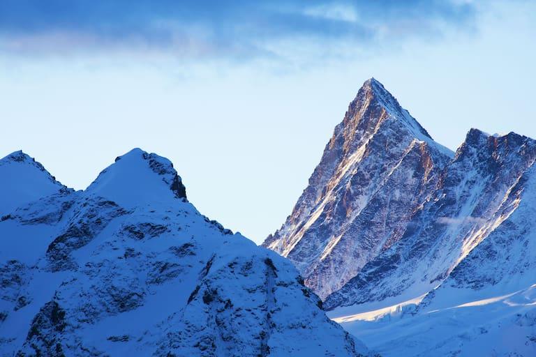 Blick auf das Finsteraarhorn vom Bachsee in den Berner Alpen