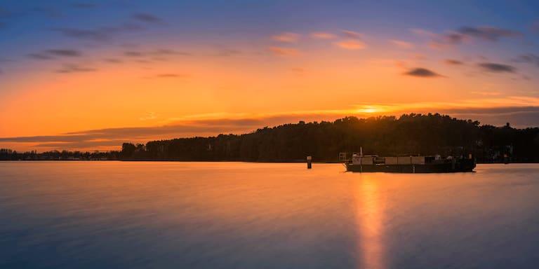 Der Flakensee zwischen Woltersdorf und Erkner im Sonnenuntergang