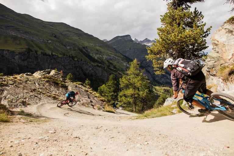 Biken am Moos-Trail bei Zermatt in der Schweiz