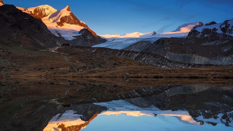 Walliser Bergwelt: Winterwanderung über den Stellisee zur Fluhalp bei Zermatt
