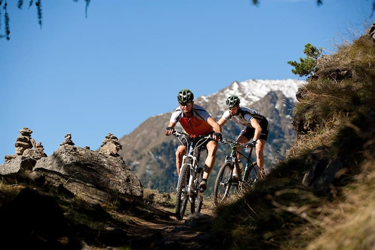 Mountainbiker in den Dolomiten Tourentipps