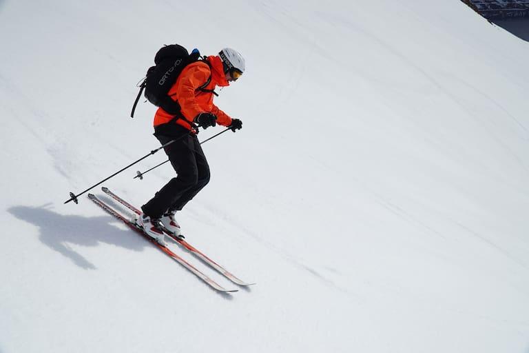Freeriden: Wintersportler im freien Gelände