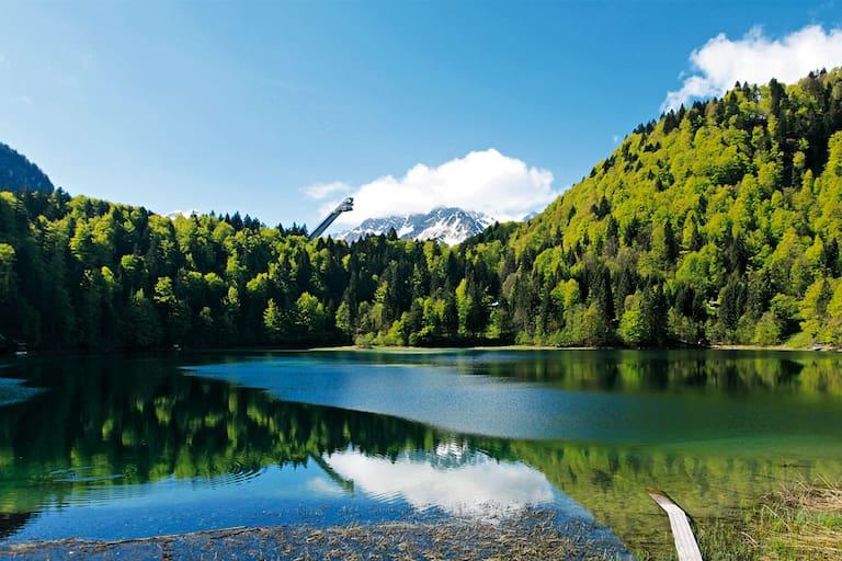 Kühle Touren für heiße Tage: Freibergsee in Bayern