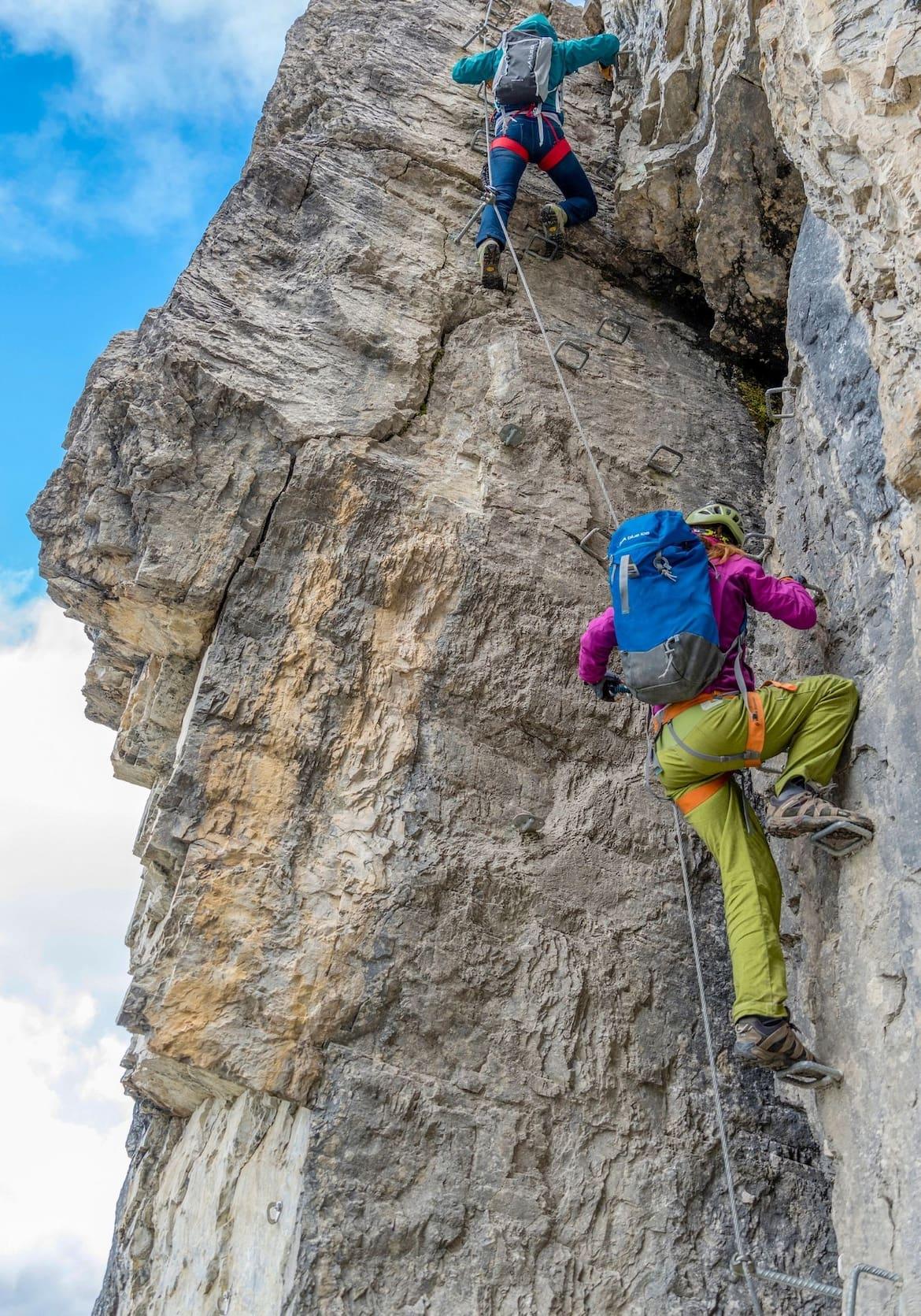 Die Klettergruppe in einer steilen, anspruchsvollen Passage der Gerlossteinwand