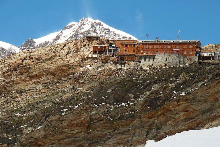 Die Gnifetti Hütte im Monte-Rosa-Massiv