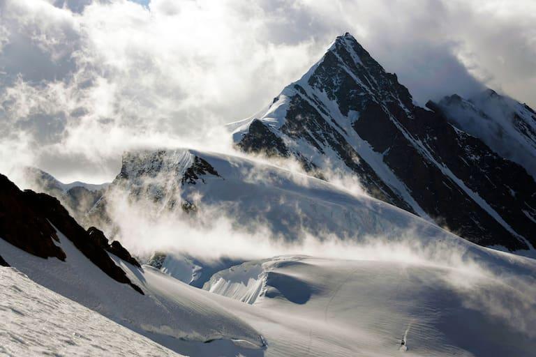 Gross Fiescherhorn in den Berner Alpen an der Grenze zum Wallis