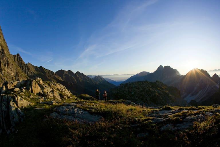Gegebüber der Rötenspitze ragt der 3.277 m hohe Habicht in die Höhe