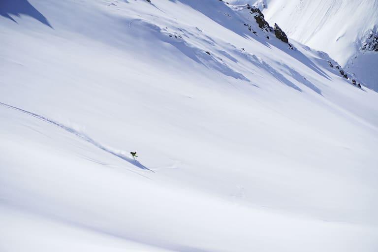Freeriden: Abfahrt im 30° steilen Gelände