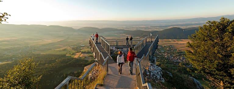 Der Skywalk auf der Hohen Wand (1.132 m) bietet einen atemberaubenden Ausblick über die Region Bucklige Welt