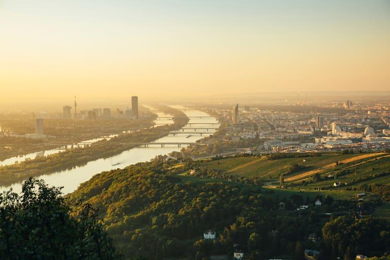 Wundervolle Aussicht auf Wien und die Donau währende der Laufstrecke vom Kahlenberg