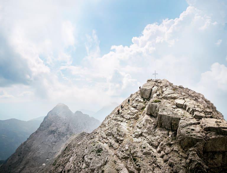Auf den letzten Metern zum Gipfel des Hochtor (2.369 m)