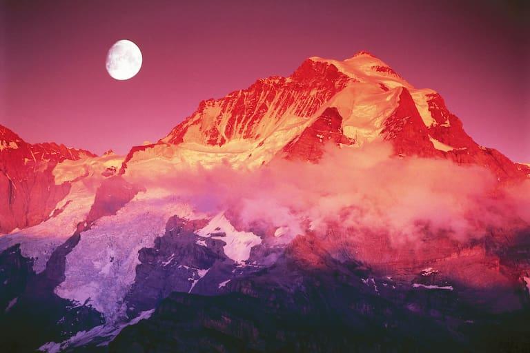 Abendrot in den Berner Alpen: Der Gipfel der Jungfrau