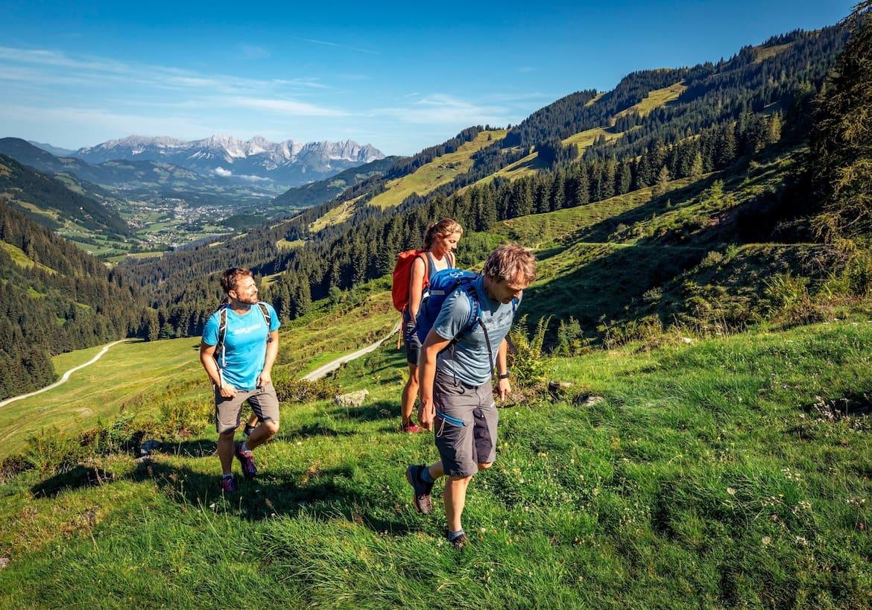 Die Gruppe beim Zustieg zum Klettersteig