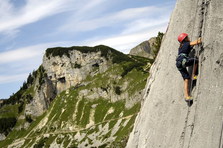 Perfekter Wasserrillenkalk im Klettergarten Grubastiege, Rofan